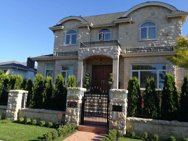 Vancouver Beautiful house private 2 bedroom suite