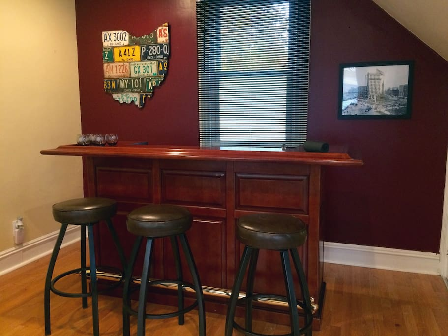 Yes, Carroll Cottage has a bar. Start your Cleveland excursion here! (BYOB)
