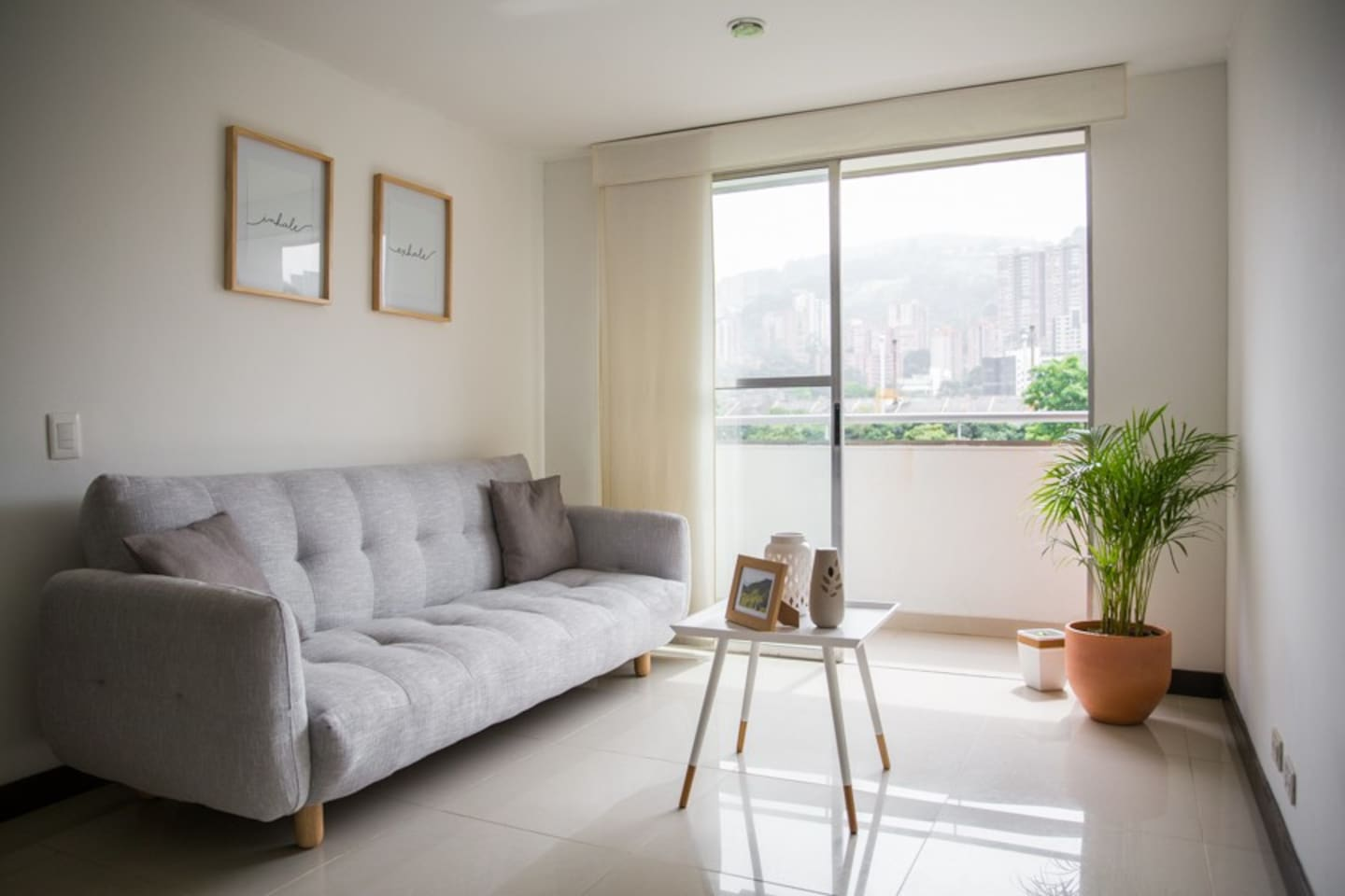 Sunny Flat In The Heart Of Medell N Apartments For Rent In  # Muebles Jennifer'S Bogota