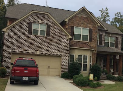 Family friendly house w/ private bedrooms & baths - Suwanee - Hus