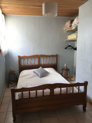 Chambre 1 avec lit 140*190