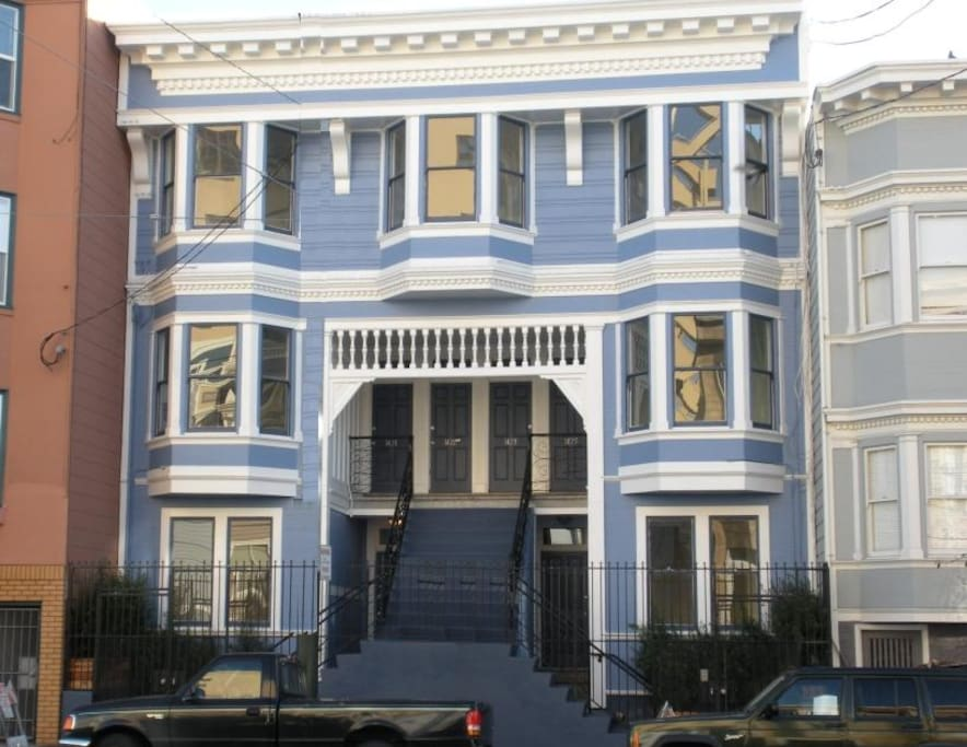 Come stay in a 1908 renovated Victorian. We are on the top floor in the popular Mission district.