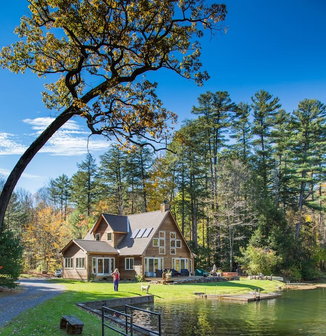 Spectacular berkshires private lake houses for rent in for Lake cabins for rent in massachusetts