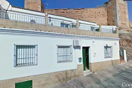 Niebla  (Huelva) murallas almorávides y río Tinto - Niebla