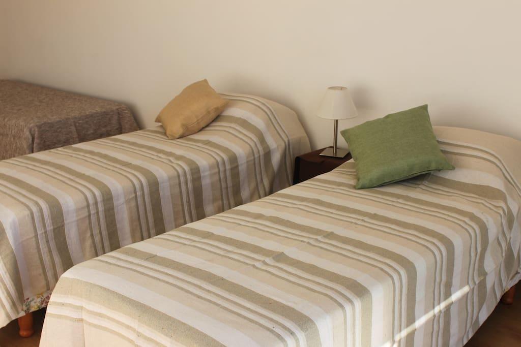 3 camas  sommier individuales o 1 sommier de matrimonio y cama auxiliar todo nuevo