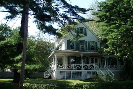 6 Bedrm Lake Home near Bethelwoods - Lake Huntington
