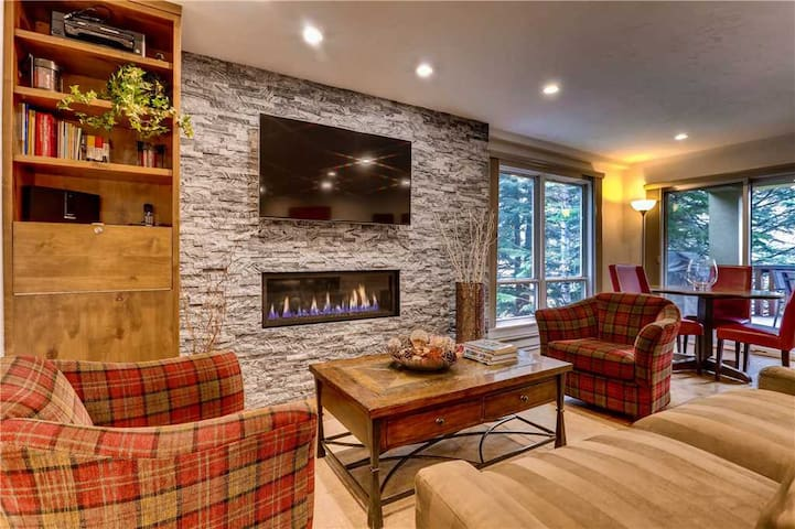 Modern Condo in Heart of Vail Village with Hot Tubs, Pool | Village Inn Plaza 204