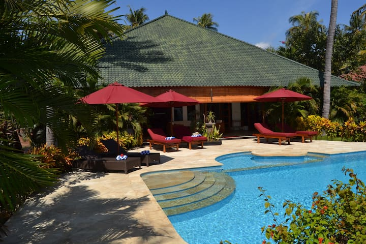Beachfront Villa Damai North Bali - Seririt