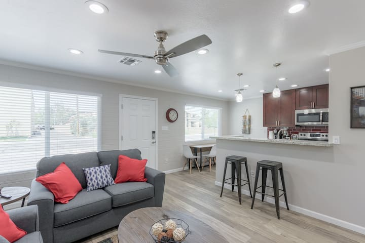 *Entire Upgraded Modern Unit with Private Yard