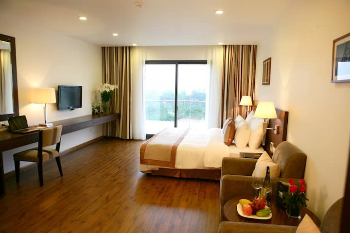 Deluxe Suite Hoan Kiem lake view