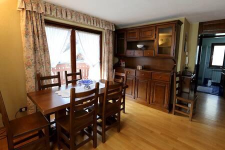 Villa con 3 camere e doppi servizi a Brusson