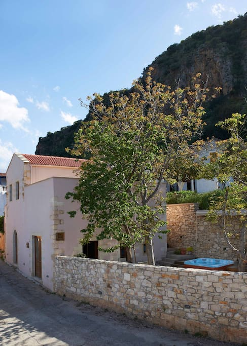 Villa Aladanos: a totally independent villa of 120 sq.meters with amazing views