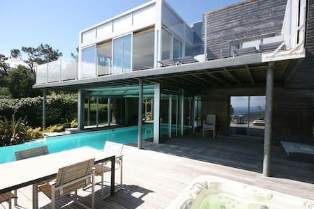 Villa Moderna en Moëlan-sur-Mer con Jacuzzi