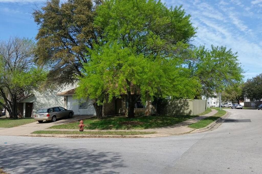 The house on the corner under the live oaks.  Plenty of free parking.