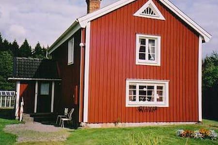 Smålandsstuga - Älmeboda - Blockhütte