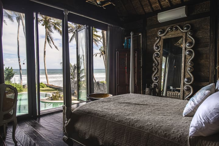 Romantic Beachfront Villa Laut 2