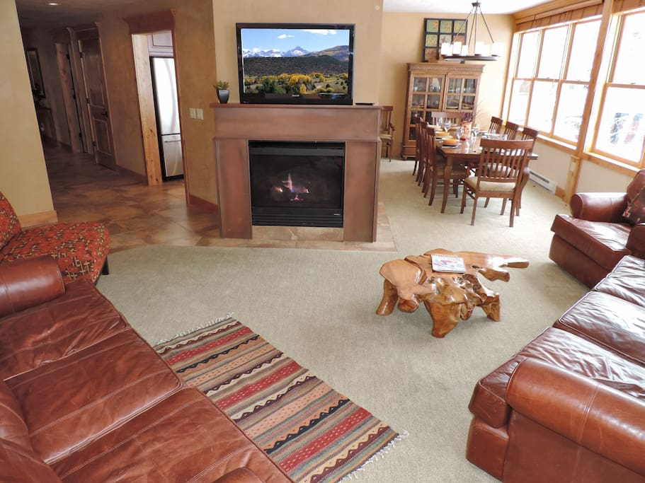 Living room large flat screen, gas fireplace