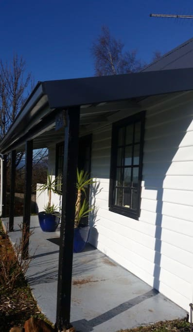 Full of Tasmanian Character, Ingleson Cottage provides a cosy and relaxed environment for you to relax and unwind