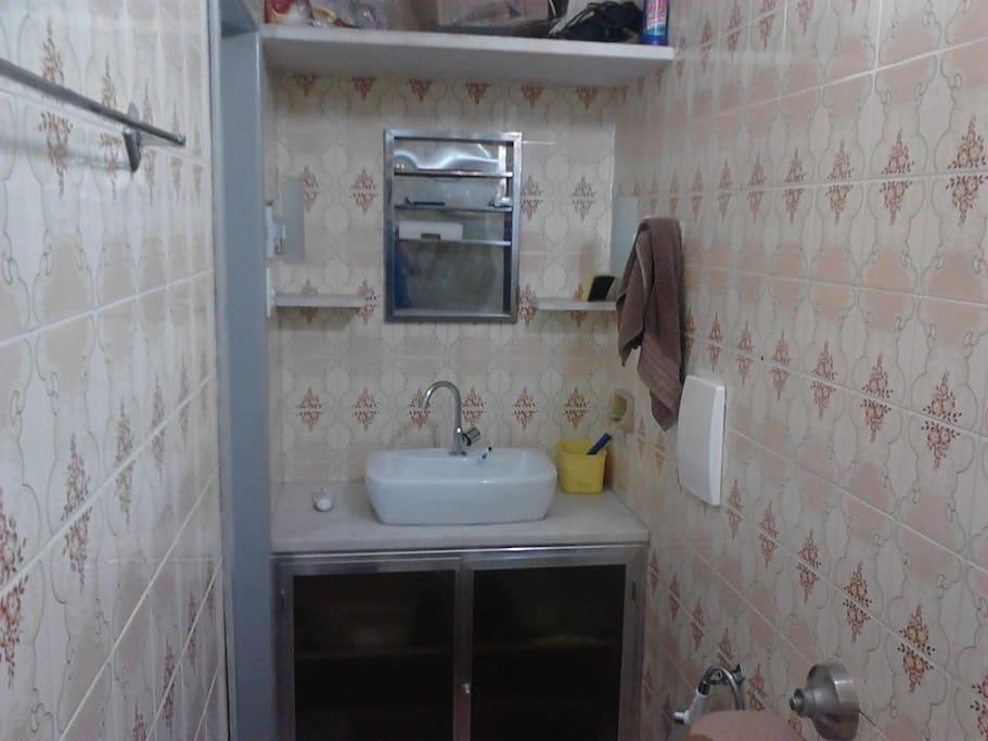 banheiro reformado para o seu conforto.