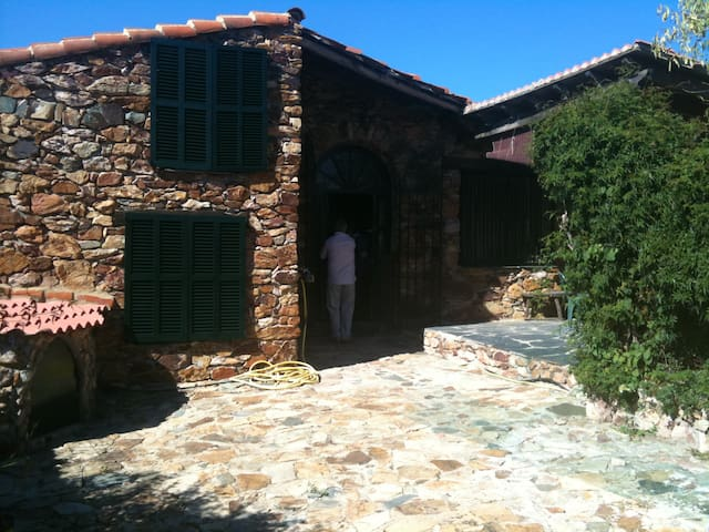 Beautiful Stone House near Aracena - el peralejo - Huis