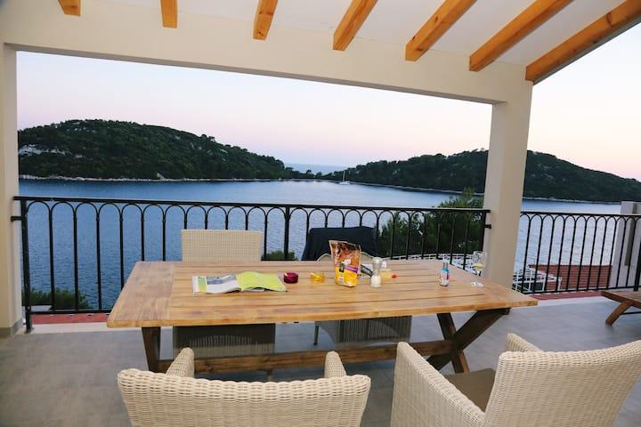 Virgo - Breathtaking sea view apartment