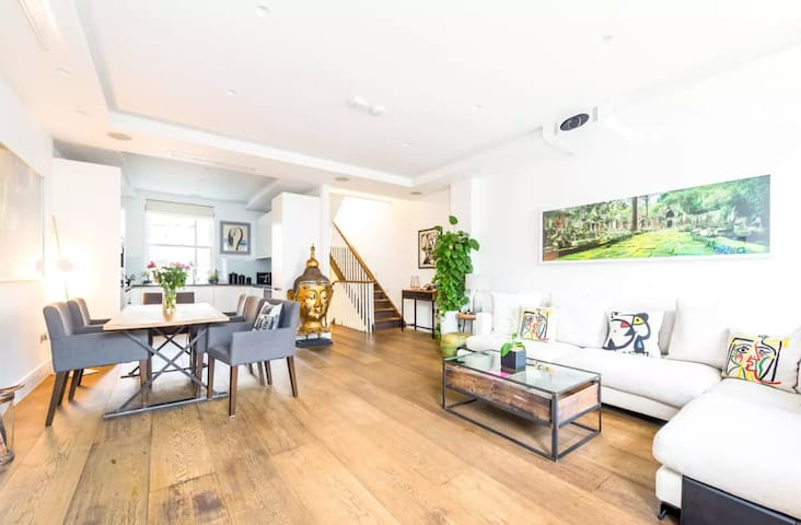 Stylish Townhouse with Terrace in Notting Hill
