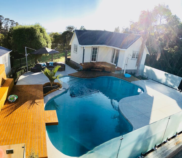 Redfern Cottage - Pool House - Waterfront.