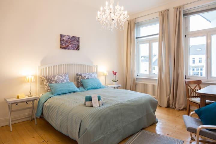 Privatzimmer mit Gartenblick - Bonn - Bed & Breakfast