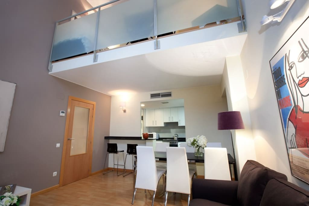 Barcelona city centre duplex apartments for rent in barcelona catalonia spain for Living room city center barcelona
