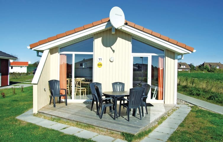Holiday cottage with 2 bedrooms on 52m² in Friedrichskoog