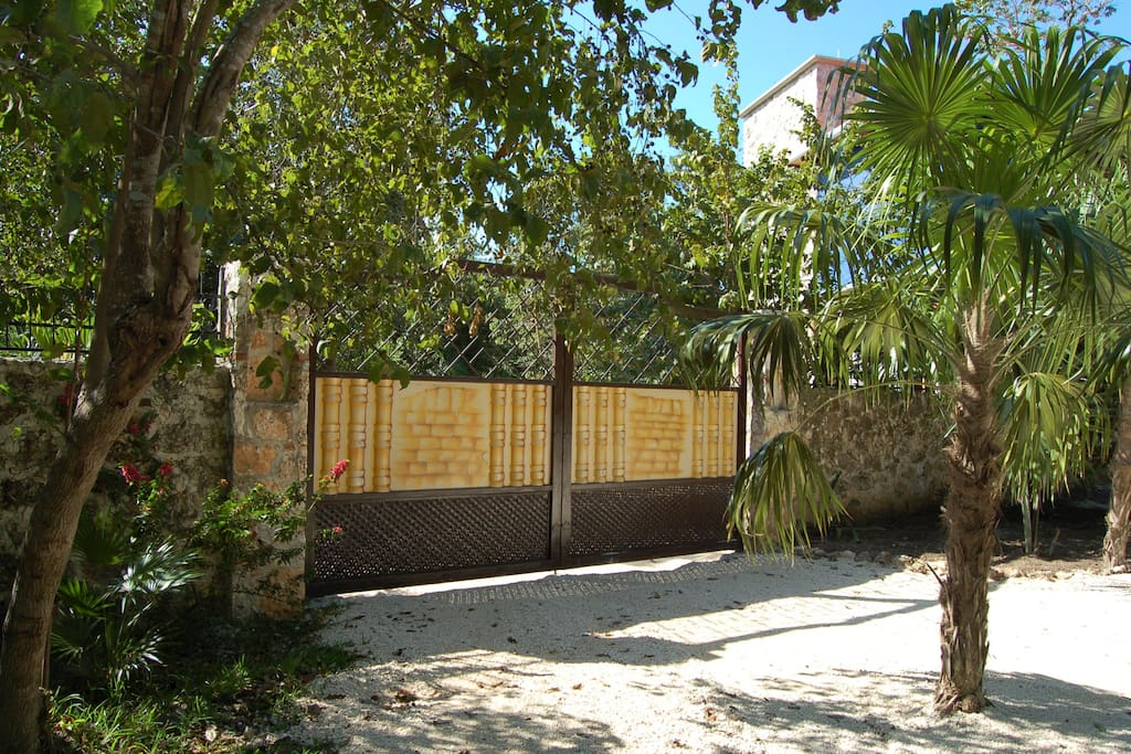 Entrada desde la Calle Jacaranda (Calle del Mono)