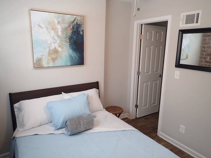 Historic Apartment in Old Forth Ward (2Br)