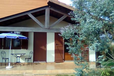 Logement au calme à la campagne (T2  et terrasse)