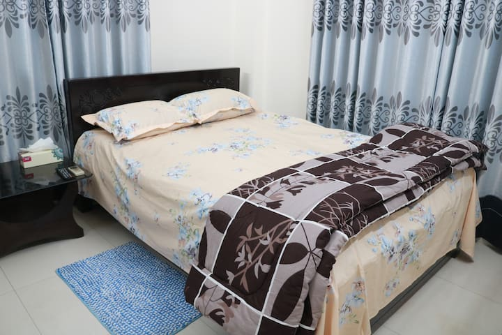 Ensuite Queen Bedroom in Banani,Heart of DHAKA