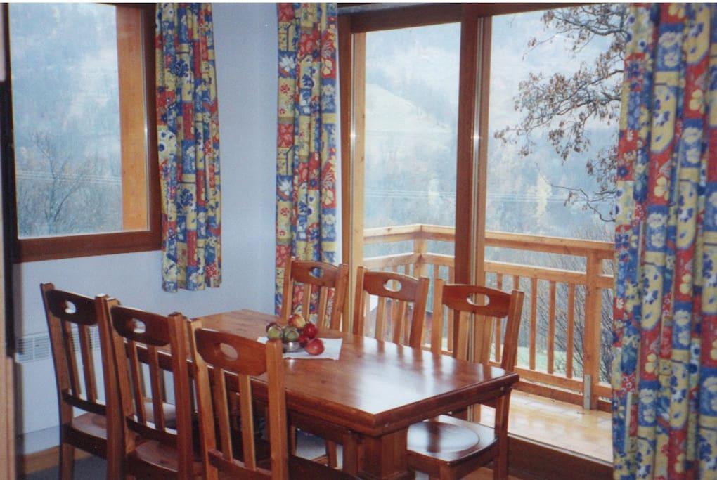 Diningroom with sunny balcony (South)