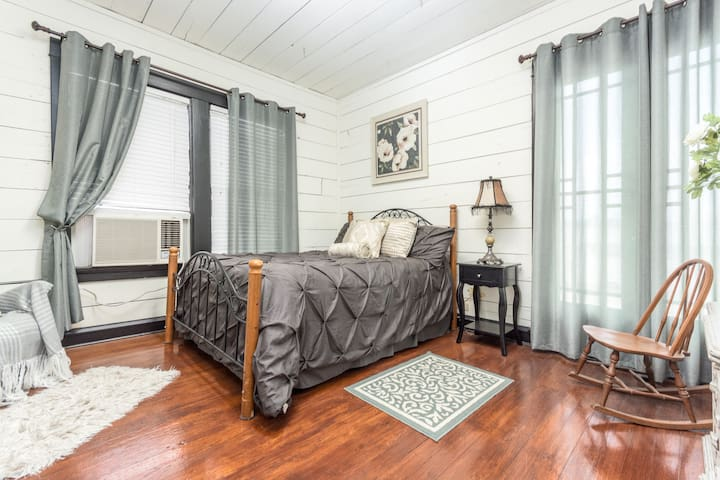 Austin House-Gardenia Room-Near Magnolia & Baylor
