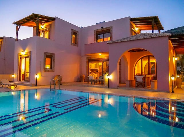 Luxury Villa with private Pool walk to Lindos
