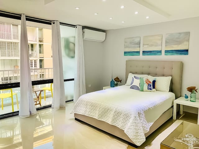 ⭐️BEACH ISLA VERDE Apt w/parking 5 mins to airport⭐️
