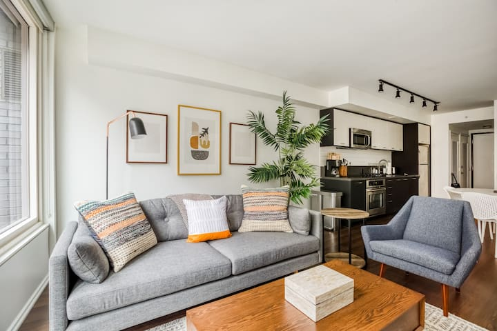 Chic 1BR in Washington, Gym + Rooftop Pool