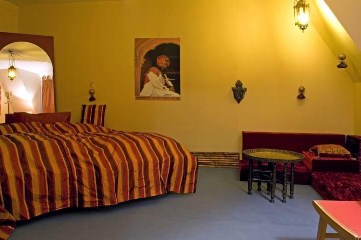 Indisches Zimmer mit Wannenbad 304