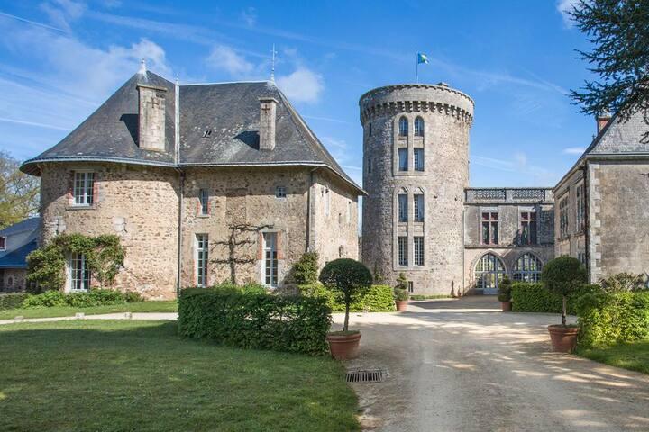 Chateau Des Poetes Pavilion at Pays de la Loire