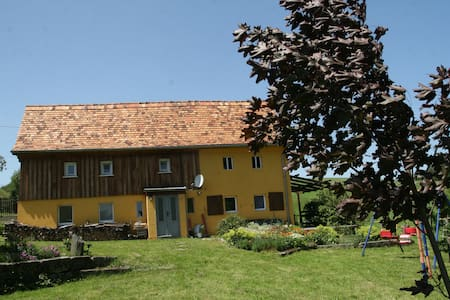 Ferienhaus im Grünen - Bernstadt auf dem Eigen