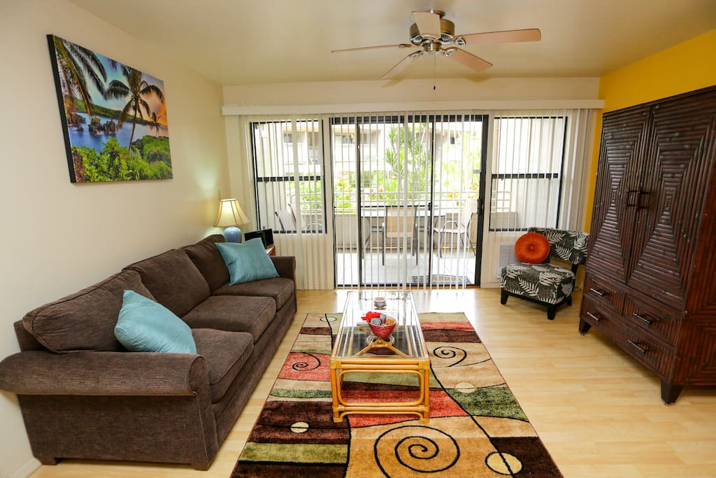 A relaxing island atmosphere complete with a private lanai (balcony).