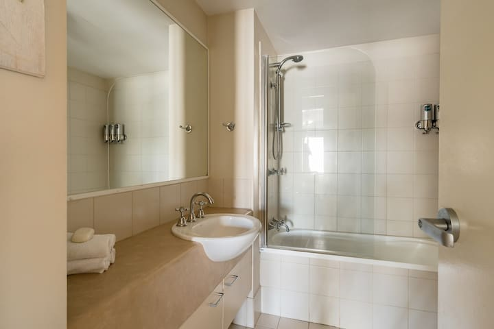 Teljes értékű fürdőszoba
