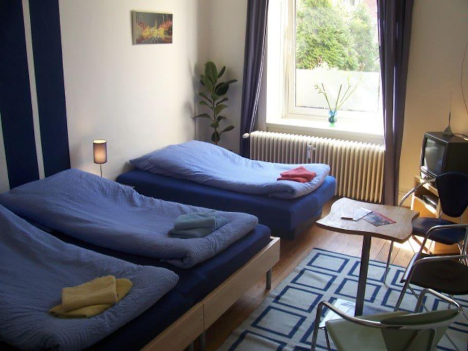 Falkenried-Gästezimmer zur Straße - mit 3. Bett