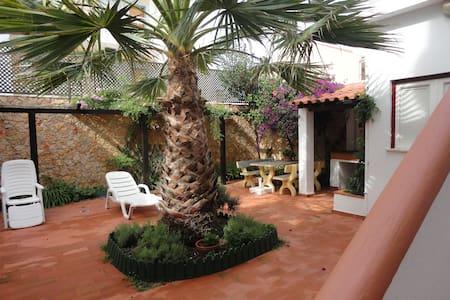 Casa das Buganvílias - Santa Cruz - Silveira