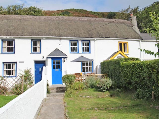 QUAY COTTAGE, family friendly, with a garden in St Agnes, Ref 959680