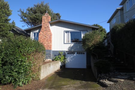 The Coastal Cozy Cottage - Lincoln City