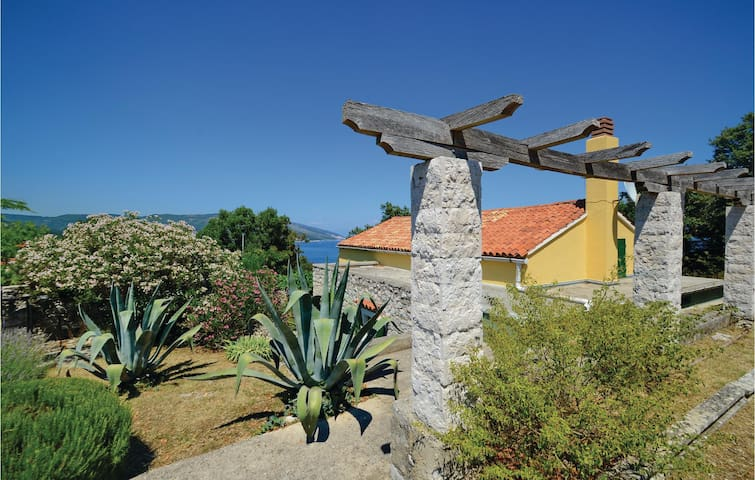 Holiday cottage with 2 bedrooms on 95m² in Duga Luka