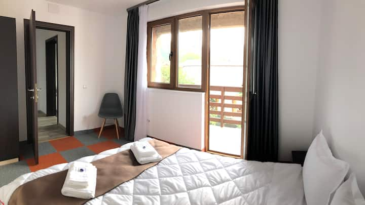 Bright room 4 in spacious villa - Free parking